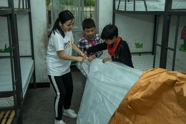 慕思公益行开往高寒山区,运送特别的儿童节礼物