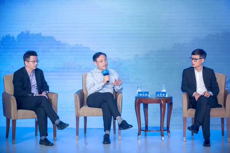 方洪波、姚吉庆、仲伟合圆桌论道,剑指企业全球化