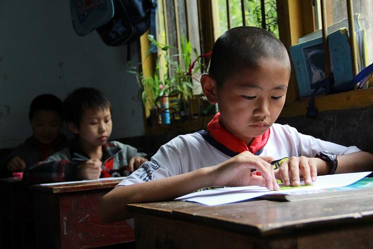"""利川两所小学收到慕思""""梦想100分""""公益捐赠"""