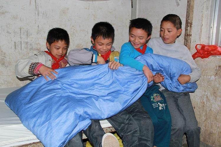 """梦想100分""""公益行铜仁站:让孩子们满载梦想去飞翔"""
